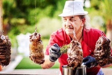 Tony de Cavalaire - Agitateurs de papilles - Traiteur BBQ géant slow food au feu de bois événements divers
